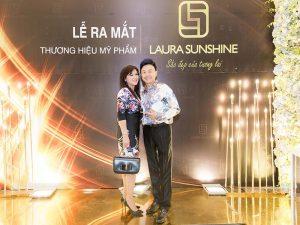 Chí Tài mặc ton-sur-ton, nắm tay vợ đi tiệc ra mắt Mỹ Phẩm Laura Sunshine